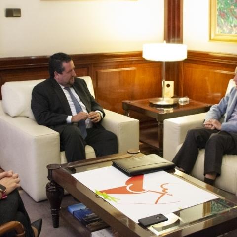 Moliner se reúne con el presidente provincial de AECC, Carlos Camahort