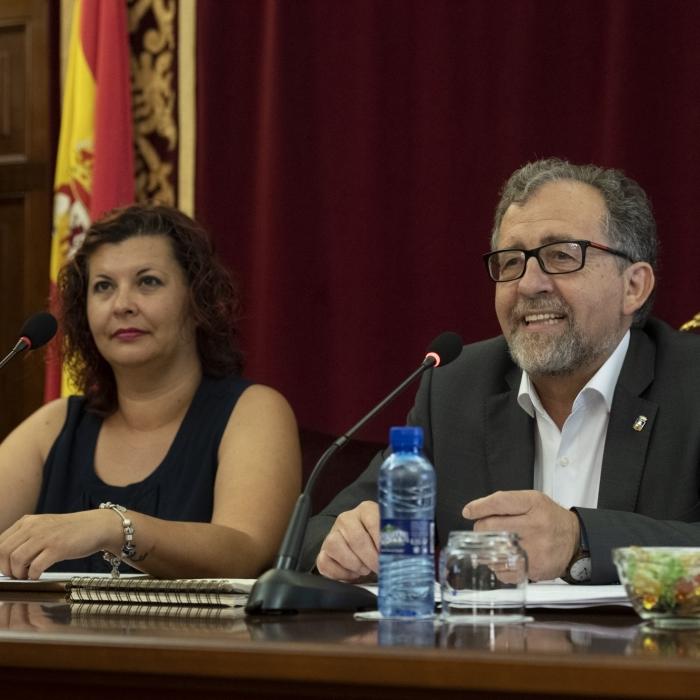 El nuevo equipo de gobierno ahorrará 235.000 al año en los sueldos de los diputados